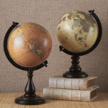 Set of 2 Decorative Globes - Cleared Décor