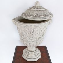 Lilly Urn With Removable  Top